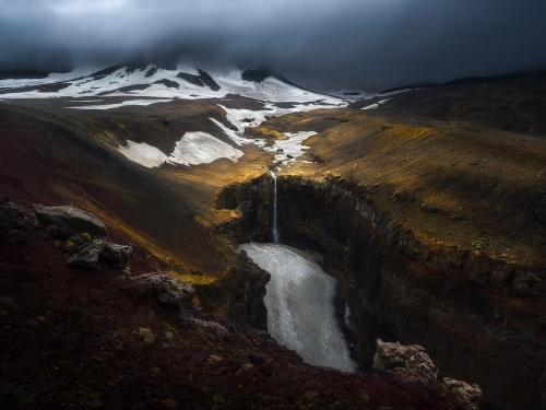 Deep Earth by Isabella Tabacchi